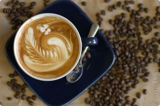 А если вы любите кофе? Как сделать, чтобы он был рядом с вами всегда и везде? Здесь есть огромный простор для фантазии! Для этого очень хороши поделки из кофейных зерен. В поделках из кофейных зерен, как и во всем, что делаешь сам, есть частичка своей души, тепло своих рук и внимание своих глаз. Кофейный топиарий и кофейная свеча фото 10