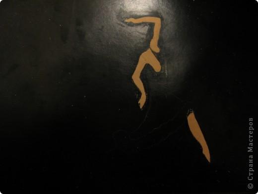 Тёмной и страстной,  Гордой цыганке  Ритмы фламенко   Дарил.   Звук кастаньеты  Эхом отдастся.  Песнь каблуками  Дробил.   Мистика танца:  Ангел нисходит,  Муза, «дуэнде»  Как шторм.   Девушка – буря,  Полубогиня,  Душу похитит  Перстом. (Лариса Луканева) фото 3