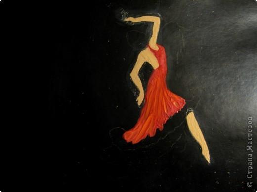 Тёмной и страстной,  Гордой цыганке  Ритмы фламенко   Дарил.   Звук кастаньеты  Эхом отдастся.  Песнь каблуками  Дробил.   Мистика танца:  Ангел нисходит,  Муза, «дуэнде»  Как шторм.   Девушка – буря,  Полубогиня,  Душу похитит  Перстом. (Лариса Луканева) фото 4
