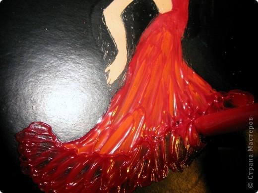 Тёмной и страстной,  Гордой цыганке  Ритмы фламенко   Дарил.   Звук кастаньеты  Эхом отдастся.  Песнь каблуками  Дробил.   Мистика танца:  Ангел нисходит,  Муза, «дуэнде»  Как шторм.   Девушка – буря,  Полубогиня,  Душу похитит  Перстом. (Лариса Луканева) фото 5