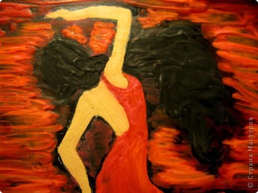 Тёмной и страстной,  Гордой цыганке  Ритмы фламенко   Дарил.   Звук кастаньеты  Эхом отдастся.  Песнь каблуками  Дробил.   Мистика танца:  Ангел нисходит,  Муза, «дуэнде»  Как шторм.   Девушка – буря,  Полубогиня,  Душу похитит  Перстом. (Лариса Луканева) фото 6
