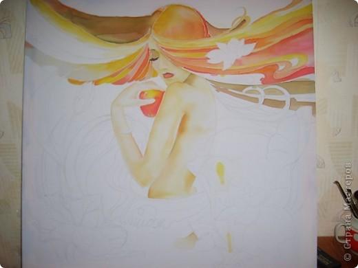В моей работе я представляю центральную часть триптиха исполненного в технике батик. Я и не знала , что в нескольких своих работах я использовала мотив лотоса. И мне захотелось узнать, что же символизирует лотос? Оказалось, по словам Е. П. Блаватской, «лотос символизирует жизнь человека, как и Вселенной», при этом его корень, погруженный в илистую почву, олицетворяет материю, стебель, тянущийся сквозь воду, — душу, а цветок, обращенный к Солнцу, является символом духа. Цветок лотоса не смачивается водой, также как дух не пятнается материей, поэтому лотос олицетворяет вечную жизнь, бессмертную природу человека, духовное раскрытие. <p> На батике символ лотоса еще переплетается с темой яблока - символа вечной молодости, бессмертия и красоты. фото 2
