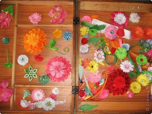 Сонгкран (Songkran) — тайский новый год. Как и в других странах Востока, в Таиланде празднуют и европейский Новый год, и национальный Новый год — Сонгкран. Празднование Сонгкрана продолжается несколько дней. Официально Сонгкран празднуют в Таиланде с 13 по 15 апреля.  Местные жители называют праздник Ван Сонгкран (Wan Songkran), что дословно переводится как передвижение с одного места на другое. Тайский календарь состоит из двенадцати циклов, каждый из которых посвящен определенному животному, наделяющий год теми или иными чертами.  Тайцы (особенно дети) выходят на улицы, прихватив с собой пару ведер воды, и со словами «Sawasdee pi mai!» (С Новым годом!) поливают всех подряд, кого только встретят, и красят друг друга тальком. Вода, символизирующая сущность всего живого, разбрызгивается повсеместно, она должна принести благодать каждому, одаренному благословенной влагой. Раньше было принято в Сонгкран ходить по улицам с чашей воды и окроплять парой капель каждого встречного. Сейчас поливают всех подряд из водных пистолетов, ведер и поливных шлангов.  фото 4