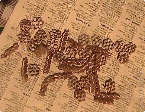 "Слово ""коробка"" происходит от сущ. короб, далее от праслав. формы *korbъ, от которой в числе прочего произошли: др.-русск. коробъ, ст.-слав. крабии , русск. короб, коро́бка, коробья́, укр. ко́роб, коро́бка, белор. каро́ба «сосуд, корзина из липового лыка», сербохорв. кра̀буља, словенск. krabúlja «куколка личинки», чешск. krabice «коробка», словацк. krabica, польск. krobia. Возм., родственно лат. corbis «корзина», лит. kar̃bas «короб», латышск. kar̂ba  фото 7"
