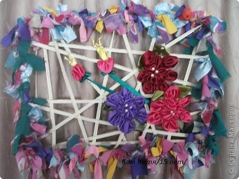 креативно оформленная рамка лентами, может украсить любой интерьер. фото 2