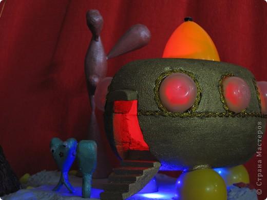 Вот такой золотистый межпланетный аппарат опустился на поверхность Красной  планеты, и вышли из него два зелёных человечка... Но обо всём по порядку. фото 10