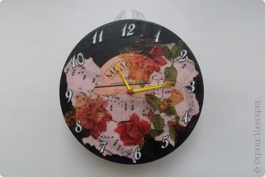 Часы, которые вызывают легкую ностальгию... и украсят интерьер фото 1