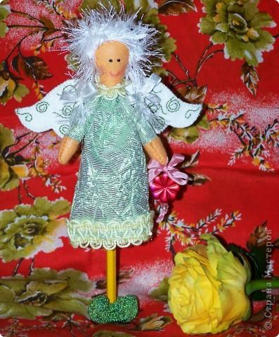 Сегодня у меня родился вот такой цветочный ангелочек. Ангел, который очень любит и оберегает цветы, деревья и кусты. И этот ангел посвящается всем садоводам. фото 2