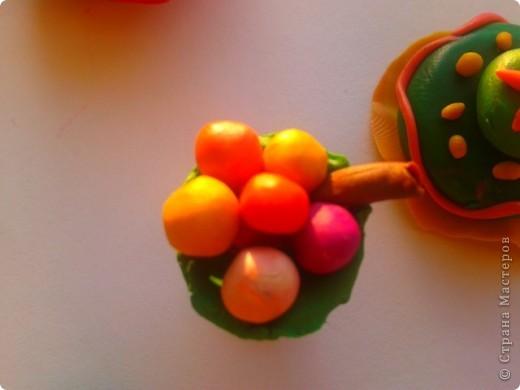 Решила еще немного поэкспериментировать, и получилось вот такое мороженое. Сверху вишневый шарик дальше банановая подливка потом клубничное мороженое,  дальше мороженое голубое небо и в вазочке еще банановое мороженое.  фото 8