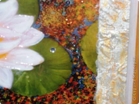 8 мая – Международный День Белого Лотоса.  Так был назван день ухода с земного плана нашей великой соотечественницы Елены Петровны Блаватской (1831-1891). Международный «День Белого Лотоса» был учрежден в 1891 г. по предложению Генри Олькотта - первого президента Международного теософского общества.             Белый лотос (Nymphaea esculenta) в ведической культуре известен как «пундарика» - символ красоты и непорочности, а также символизирует одного из нагов и белого слона. По-другому белый лотос называют «кумуда» или «ситамбходжам».                 Белый Лотос - непременный атрибут божественной власти. На Лотосе восседает Будда. Обильный дождь из Лотосов полил с неба в момент рождения Будды, и всюду, где только ступала нога божественного новорожденного, вырастал огромный Лотос. Лотос служил любовным ложем для Зевса и Геры на горе Ида, он нередко символизирован трон властителя, например, египетского фараона... У ранних христиан лотос стал «цветком Света», символом Троицы и Христа, позднее его заменила белая лилия. В данном случае символическая нагрузка белой лилии, которую принес Архангел Гавриил Деве Марии. При этом лотос остается одним из красивейших цветов. На Востоке это чудо срезают и продают букеты...  Лотос - символ совершенства, поскольку его листья, цветы и плоды образуют круг - Лотос олицетворяет духовное раскрытие, начиная свой рост из грязи и слизи и прорастая вверх через мутные воды, чтоб раскрыться на солнце и в свете Небес. Корень его олицетворяет нерастворимость; стебель - пуповину, привязывающую 'человека к своим истокам; цветок имеет форму солнечных лучей; коробочка с семенами символизирует плодоносную силу творения. Его цветок покоится в тихих водах. В бутоне сокрыты все потенциальные возможности. Его цветение - это расширение, просвещение, сердце, космическое колесо мира явлений. Семенные коробочки символизируют творение.     фото 3