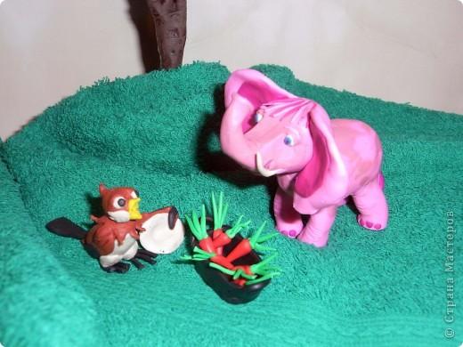 """Я решила продемонстрировать день мультипликации в виде известного мультфильма  """"Где обедал воробей?"""" по  стихотворению С. Маршака. Так очень быстро можно выучить стихотворение и узнать какие звери живут в зоопарке и что они едят.  фото 4"""