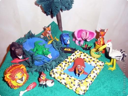 """Я решила продемонстрировать день мультипликации в виде известного мультфильма  """"Где обедал воробей?"""" по  стихотворению С. Маршака. Так очень быстро можно выучить стихотворение и узнать какие звери живут в зоопарке и что они едят.  фото 1"""