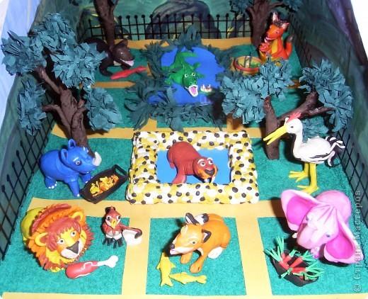 """Я решила продемонстрировать день мультипликации в виде известного мультфильма  """"Где обедал воробей?"""" по  стихотворению С. Маршака. Так очень быстро можно выучить стихотворение и узнать какие звери живут в зоопарке и что они едят.  фото 9"""
