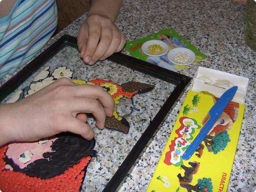 """Работа создана в технике Обратная шариковая аппликация из пластилина. Я изобразила героев мультфильма """"Красная Шапочка"""" - главную героиню и оленёнка Бивера. фото 2"""