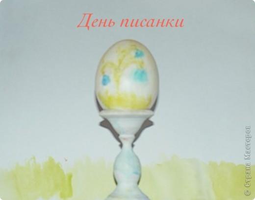 Традиция писанки принадлежит славянам, искусство обрядовой росписи куриного яйца принято считать занятием сугубо женским, связанным с магией плодородия. Это моя писанка она украшена с двух сторон,на первой стороне нарисована виноградная лоза фото 2