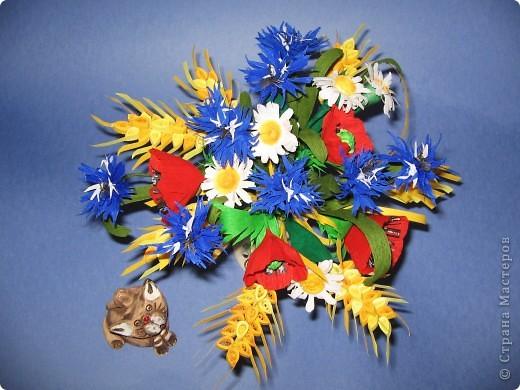 Как много полевых цветов, Их все лишь единицы знают, А вот про брызги васильков Стихи и песни сочиняют... В. Кокорев Васильки, символизирующие синий цвет (существуют даже выражения «васильковый цвет», «васильковые глаза»), бывают не только синими, но и розовыми, белыми, пурпурными, лиловыми, желтыми. Род Centaurea насчитывает около 700 видов васильков. Название рода произведено от греческого мифа, согласно которому кентавр Хирон использовал васильки с лечебной целью. Centaurea – цветок кентавра. фото 1