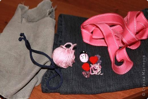 Скоро придет теплая, настоящая весна...... Девчонки начнут одевать рубашечки, на смену водолазкам (гольфикам), пойдут в ход и юбочки.... Больше времени можно проводить на улице... Вот в преддверии такой романтики решилась я сделать для Сашеньки джинсовые бусы.  фото 2