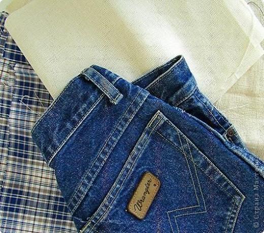 Вот такой комплект   предметов из джинсовой ткани, для школы , и не только,  у меня получился. Он состоит из: рюкзака, кошелька и обложки на дневник. фото 2