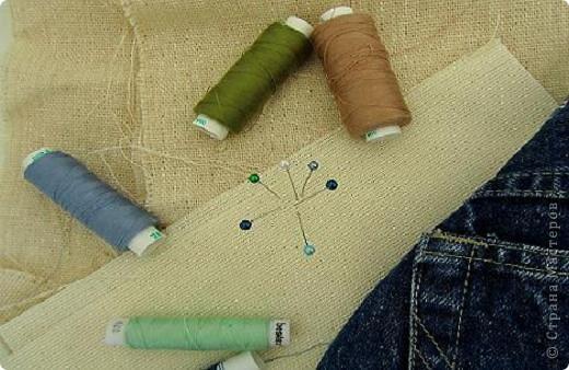 Вот такой комплект   предметов из джинсовой ткани, для школы , и не только,  у меня получился. Он состоит из: рюкзака, кошелька и обложки на дневник. фото 3