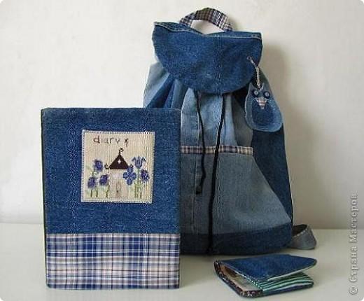 Вот такой комплект   предметов из джинсовой ткани, для школы , и не только,  у меня получился. Он состоит из: рюкзака, кошелька и обложки на дневник. фото 1