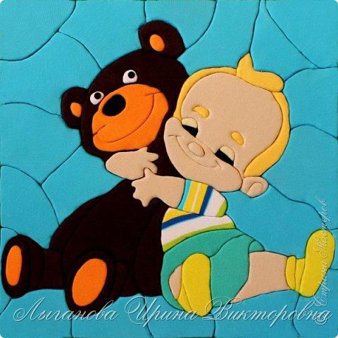 """Все взрослые  когда-то были маленькими. И у каждого были игрушки. Их было много, но была какая-то одна самая любимая, с которой не расставались целый день, и не могли без нее уснуть. У девочек были любимые куклы, у мальчишек - машины. Но и у тех, и других обязательно был любимый плюшевый медвежонок.  Решено, делаем картину в технике """"кинусайга"""". фото 1"""