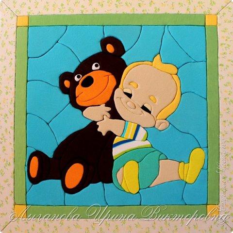 """Все взрослые  когда-то были маленькими. И у каждого были игрушки. Их было много, но была какая-то одна самая любимая, с которой не расставались целый день, и не могли без нее уснуть. У девочек были любимые куклы, у мальчишек - машины. Но и у тех, и других обязательно был любимый плюшевый медвежонок.  Решено, делаем картину в технике """"кинусайга"""". фото 5"""
