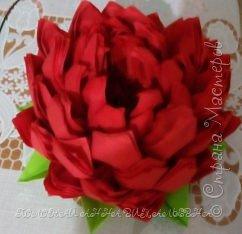 Цветок из салфеток для украшения стола.