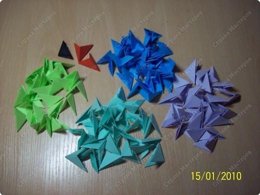 А вот и мой первый мастер-класс! Ура-ура! =) Заинтересуясь этой техникой, я решила воодушевить вас на подвиги и сделать вместе со мной вот такую скалярию! Делается она достаточно просто, особенно по сравнению с объемными фигурами, исполненными в технике модульного оригами!  фото 2