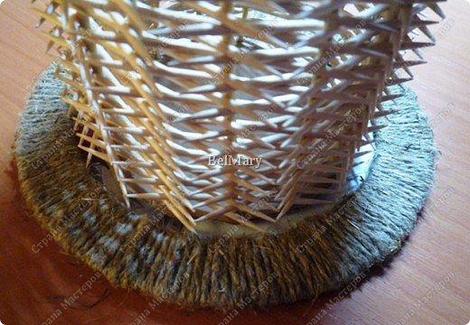 Чтобы сделать такую необычную вазочку нам понадобится: зубочистки, шпажки, картон, шпагат. фото 25