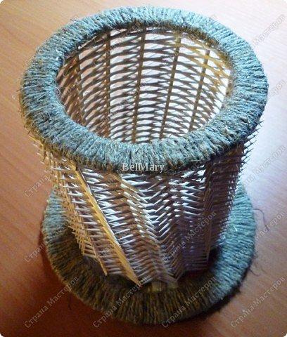 Чтобы сделать такую необычную вазочку нам понадобится: зубочистки, шпажки, картон, шпагат. фото 26