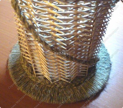 Чтобы сделать такую необычную вазочку нам понадобится: зубочистки, шпажки, картон, шпагат. фото 29