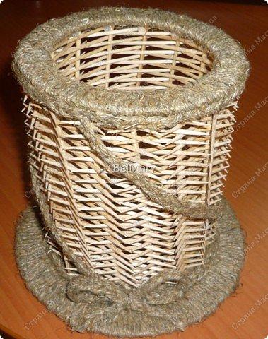 Чтобы сделать такую необычную вазочку нам понадобится: зубочистки, шпажки, картон, шпагат. фото 32