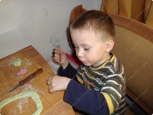 лепили с сыном, думаю когда он вырастет ему приятно будет смотреть на себя маленького да ещё и в своем же произведении искусства фото 14