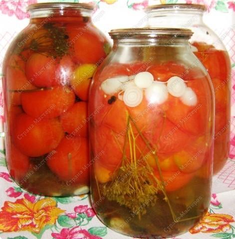 Именно под таким названием я впервые познакомилась с этими вкуснейшими помидорками 15 лет назад в Оренбургской обл.В те годы на огородах свирепствовал фитофтороз и практически все томаты были им поражены.Хозяйки консервировали резанные помидоры.Рецепт настолько удачный,что ежегодно обязательно закатываем несколько баночек-даже рассол выпивается до последней капли )))А в этом году ранние томаты у нас уродили небывалых размеров,в банку не влезают(сорт народной селекции ))).Вновь выручает чудо рецепт.