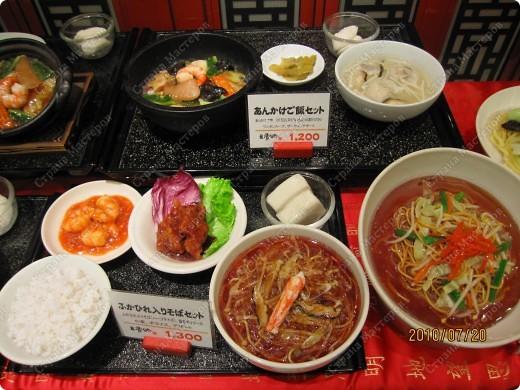 Во многих ресторанах Японии меню представлено в виде макетов еды. Очень удобно, так как сразу имеешь представление, что за еда тебя ожидает, как она выглядит и сколько стоит. фото 2