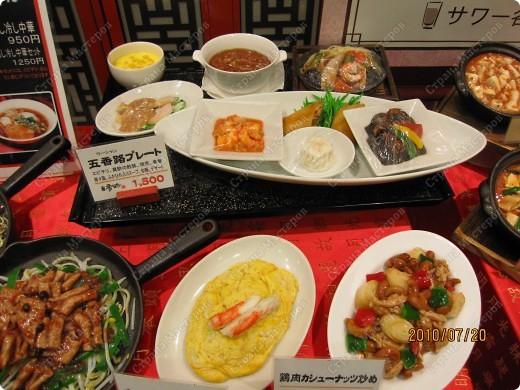 Во многих ресторанах Японии меню представлено в виде макетов еды. Очень удобно, так как сразу имеешь представление, что за еда тебя ожидает, как она выглядит и сколько стоит. фото 4