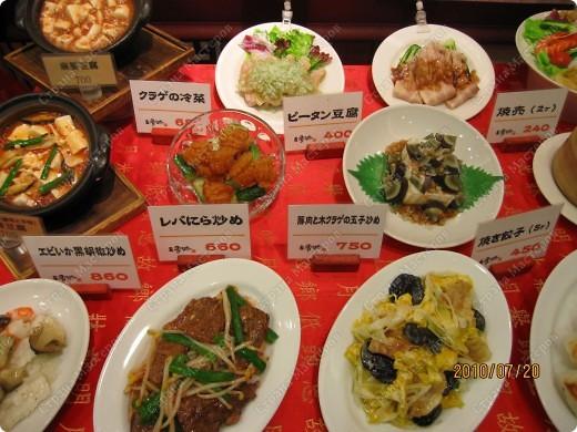 Во многих ресторанах Японии меню представлено в виде макетов еды. Очень удобно, так как сразу имеешь представление, что за еда тебя ожидает, как она выглядит и сколько стоит. фото 7