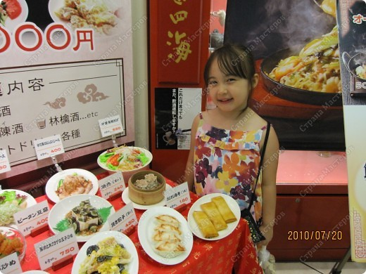 Во многих ресторанах Японии меню представлено в виде макетов еды. Очень удобно, так как сразу имеешь представление, что за еда тебя ожидает, как она выглядит и сколько стоит. фото 8