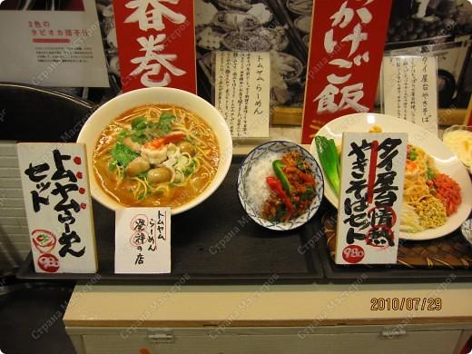Во многих ресторанах Японии меню представлено в виде макетов еды. Очень удобно, так как сразу имеешь представление, что за еда тебя ожидает, как она выглядит и сколько стоит. фото 12