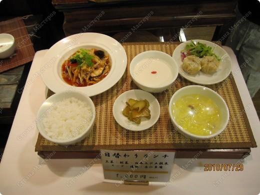 Во многих ресторанах Японии меню представлено в виде макетов еды. Очень удобно, так как сразу имеешь представление, что за еда тебя ожидает, как она выглядит и сколько стоит. фото 15