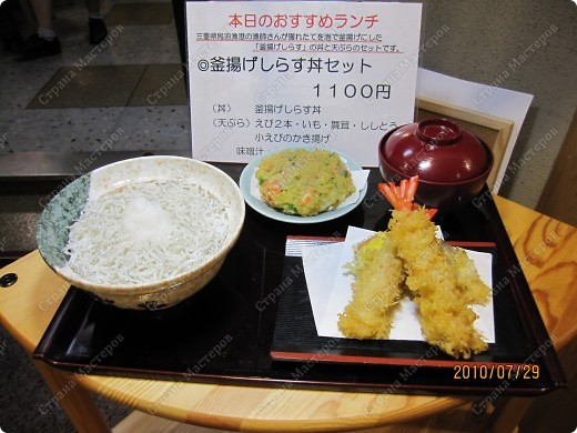 Во многих ресторанах Японии меню представлено в виде макетов еды. Очень удобно, так как сразу имеешь представление, что за еда тебя ожидает, как она выглядит и сколько стоит. фото 16