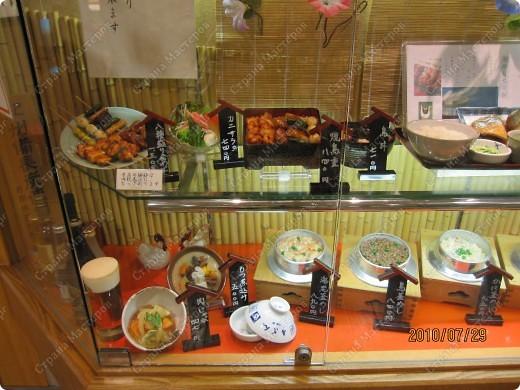Во многих ресторанах Японии меню представлено в виде макетов еды. Очень удобно, так как сразу имеешь представление, что за еда тебя ожидает, как она выглядит и сколько стоит. фото 19