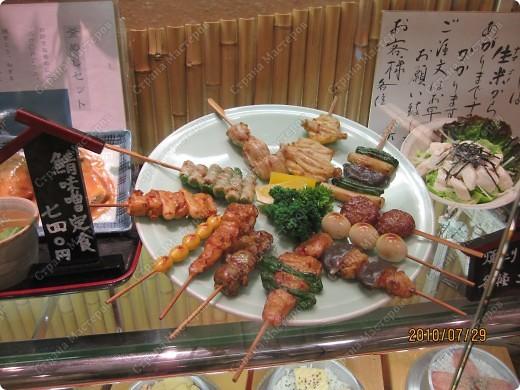 Во многих ресторанах Японии меню представлено в виде макетов еды. Очень удобно, так как сразу имеешь представление, что за еда тебя ожидает, как она выглядит и сколько стоит. фото 21