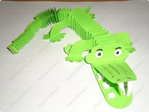 Работа очень простая, выполнена из сложенных гармошкой полосок бумаги. фото 1