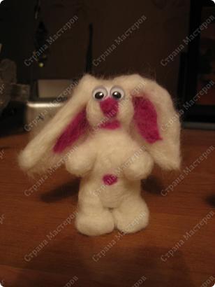 это моя первая работа по валянию игрушек, сделана методом проб и ошибок