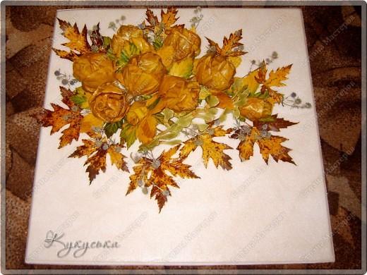 Вот такая картина родилась случайным образом из потемневших уже кленовых листьев. Поселим её на стене в кухне. фото 3