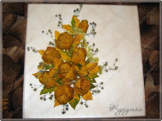 Вот такая картина родилась случайным образом из потемневших уже кленовых листьев. Поселим её на стене в кухне. фото 2