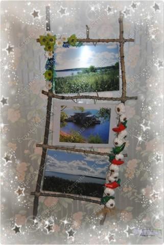 У моей мамы был день рождения. И как-то мы сделали ей фотографии с мест ее родины (деревни в Ульяновской области на берегах реки Волга).  Фотографии так был и лежали, если бы всей семьей не сделали ей вот такую рамочку.  Участие принили все: и сын (собирал палочки), и муж (пилил и собирал рамку)... Декор же был за мной :-))) Хотелось сделать что-то такое колоритное - деревенское. фото 1