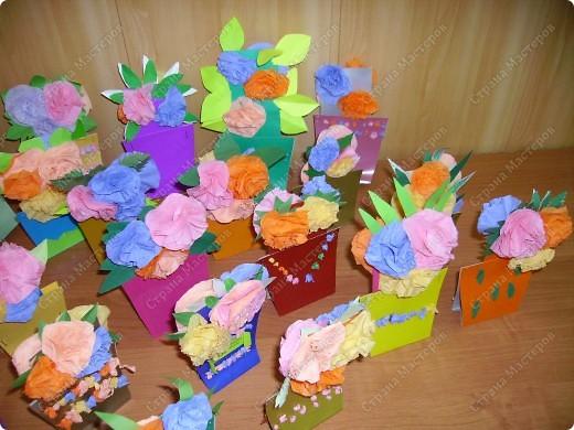 Яркие получились и горшочки, и цветочки. Пусть порадуют многоцветьем наших мам ! фото 2