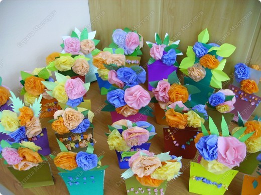 Яркие получились и горшочки, и цветочки. Пусть порадуют многоцветьем наших мам ! фото 1